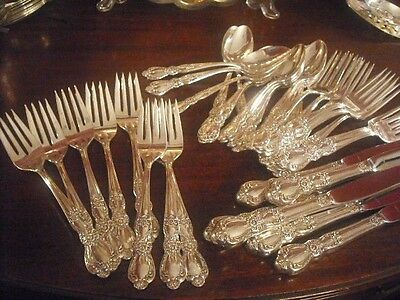 1847 Rogers Silverplate HERITAGE set for 8 Mono v M for van /von M