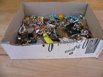 Vintage Old Large Lot Of Mixed Costume, Fashion Jewellery, Box Lot, (A328)