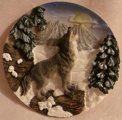 MayRich Howling Wolf Plate Decorative Wall Hanging Plate 3-D Mayrich Company