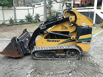Vermeer 2012 S650tx Loader  860 Hours Picks up Dingo & Kanga style Attachments