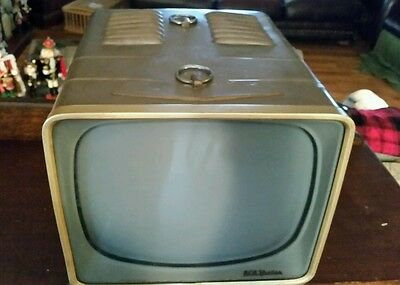 VINTAGE RCA VICTOR TUBE TV # 14-S-7071G TELEVISION For Repair