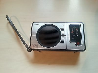 Philips MODEL 90AL070 Portable Transistor Radio Vintage