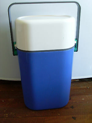 1980s INSULATED DECOR BYO 2 BOTTLE CARRIER * WHITE & BLUE *