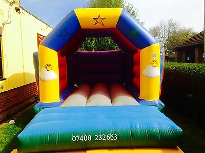 COMMERCIAL 12ft x 15ft STAR BOUNCY CASTLE WITH BUILT IN RAIN COVER