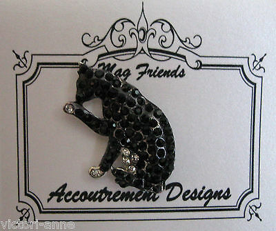 Accoutrement Designs Black & White Cat Needle Minder Magnet