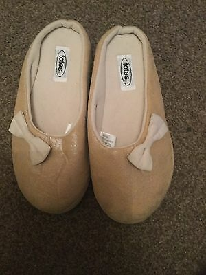 Brand New Women's Totes Slippers Size 3-4 Great Christmas Gift