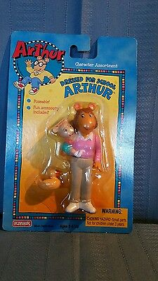 Arthur Collection Characters - Arthurs Mom and Baby Kate Figure on Wrong Card