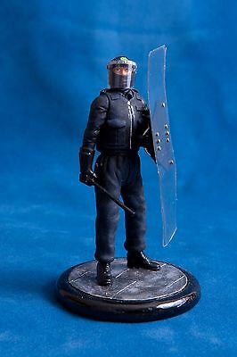 Code 3: 120mm Resin figurine -Police public order uniform and long shield