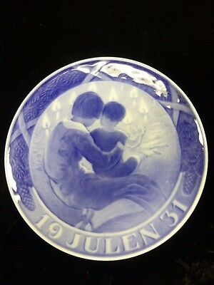 Royal Copenhagen 1931 Christmas Plate -Mother And Child
