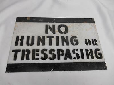 Antique NO HUNTING OR TRESPASING Misspelled Metal SIGN Posted Mancave  Old 338C