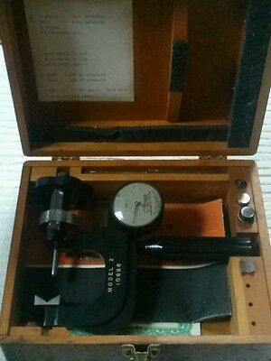 Vintage Ames Precision Hardness Tester Model 2 10688 Wood Case