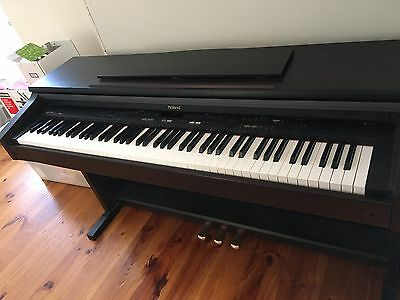Roland KR-370 Digital Piano Great Condition- Weighted Keys Perfect For Beginners