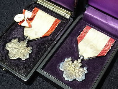 12-7 Japanese Order of 8th class 2 white Kiriha medals