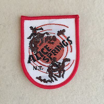 Vintage ALICE Springs NORTHERN Territory' EMBROIDERED Cloth PATCH Souvenir BADGE