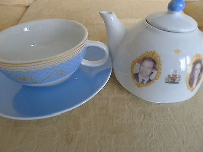 teapot and cup william and Kate  Wedding