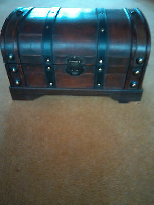 Unquic Wooden Box With Hinged Lid Lovely & New - Fill It With Xmas Goodie