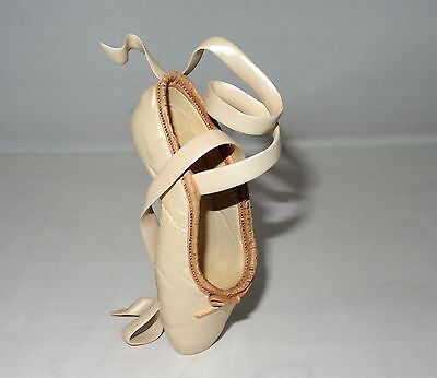 Just The Right Shoe - En Pointe, #25006