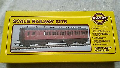 A model railway suburban brake 3rd 6 compartment coach in ho/oo by ratio boxed