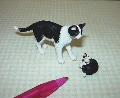 Miniature Standing Black and White Mommy Cat w/Kitten: DOLLHOUSE 1/12