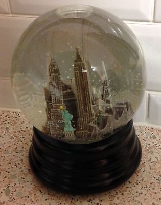 Vintage New York Musical Snow Globe From Saks Fifth Avenue (Boxed)