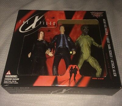 1998  McFarlane The X-Files 3 figure Package, Mulder, Scully, Alien