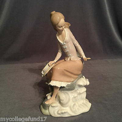 """~Excellent Condition~ Stunning Lladro """"At the Sea-Side"""" (4918 Girl Sitting)"""