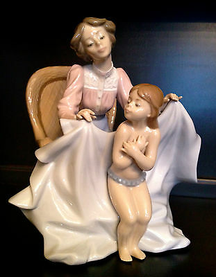 "~Min in Box~ Very Adorable Lladro ""Mommy It's Cold"" (5715 Mother & Child )"