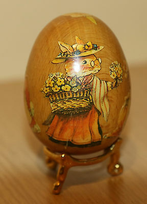 Charming wooden collector's egg