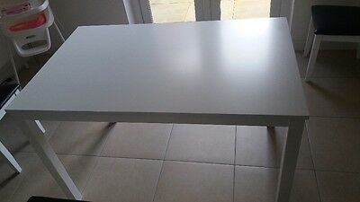 White Dining/ Kitchen room table  PO21 Area