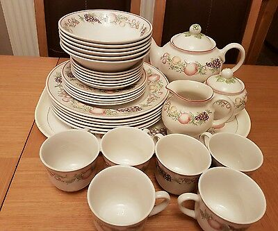 ***boots 'orchard' Dinner & Tea Service Plus Several Other Items From The Set***