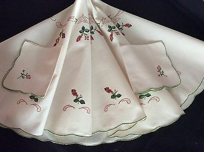 """Pretty Little Vintage Round Tablecloth & 2 Napkins ~ Embroidery ~ 33"""" Diam."""
