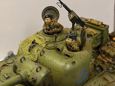 1:16 120mm tank crew (two British, Commonwelath or Polish, unpainted, figures)