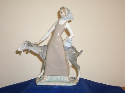 """Lladro Porcelain Figurine  """"Girl with Pitcher"""" Crafted in Spain"""