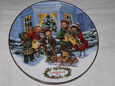 Porcelain 1991 Christmas Plate, trimmed in 24K gold, Avon Collector Series