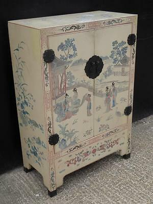 Large Chinese decorated cupboard