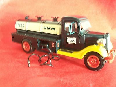 Vintage Hess Truck (MCMLXXX) Gasoline Truck w/Hose+Lights/Green-Yellow-Red/Bank!