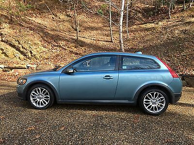 2009 Volvo C30  2009 volvo c30 T5, low mileage, brand new tires