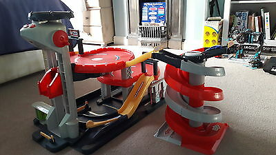 ELC Big City Toy Garage with spiral race track