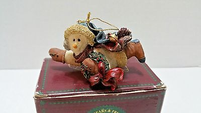 """Boyds Bears Folkstone Collection Ornament """"Chilly with Wreath"""" #2564 GREAT CONDI"""