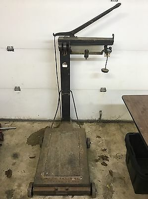 VINTAGE Howe Floor Scale No.7   600LB Scale Max  Great Working Condition!