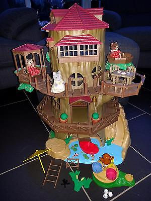 Sylvanian Families Old Oak Hollow Treehouse With Accessories & Figures