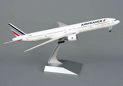 Skymarks Model Air France 777-300ER 1/200 Scale with Stand and Gears
