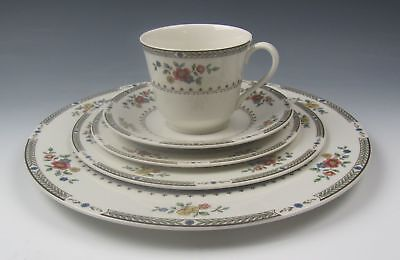 Royal Doulton China KINGSWOOD 5 Piece Place Setting(s) EXCELLENT