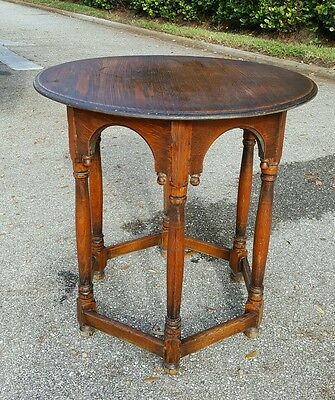 ANTIQUE  Oak Jamestown Lounge Feudal Oak EARLY AMERICAN Side Table Circular