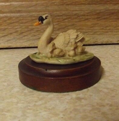 Holland Studio Craft - Natures Heritage - Swan With Cygnets