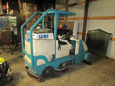 """Tennant 8010 ride on floor scrubber 40"""" / Sweeper 50"""" BATTERY"""