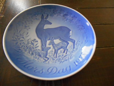 "Mors Dag 1975 Blue Collector Plate Denmark Mother's Day Bing & Grondahl 6"" Deer"