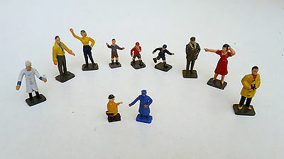 9x O Gauge painted people for use on platforms / layouts