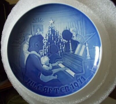 B & G COPENHAGEN Porcelain Plate Christmas At Home July 1971, 8000 / 9071