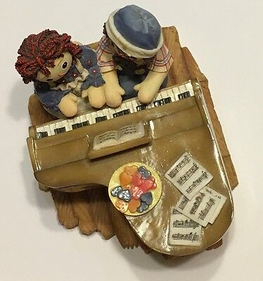 Raggedy Ann & Andy Playing At Piano Simon & Schuster, INC
